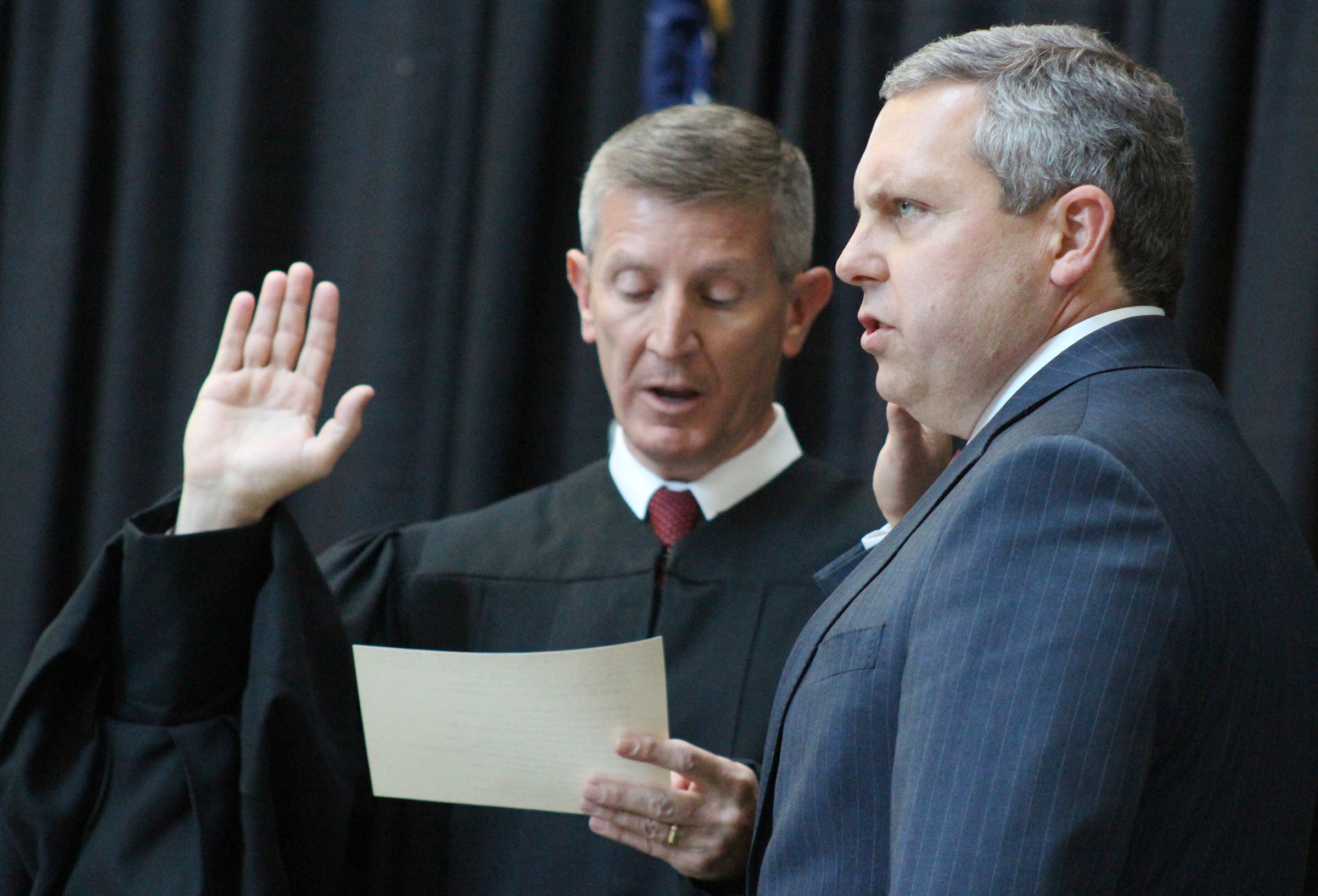 Brian C. Buescher, right, takes the oath of office, administered by Eighth Circuit Appeals Court Judge L. Steven Grasz, left, during his investiture ceremony at the Hruska Federal Courthouse on Friday, Nov. 15, 2019. (Photo by Scott Stewart)